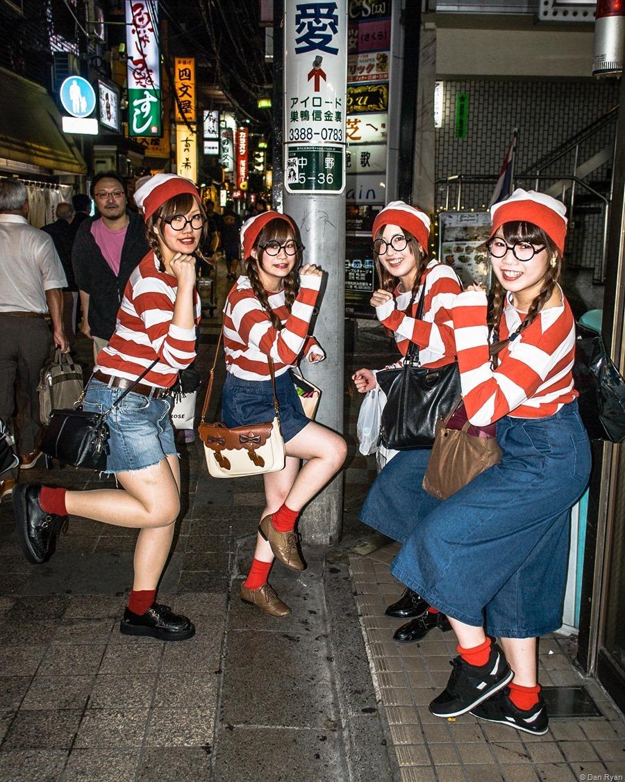 Waldo's beautiful sisters, Nakano 5-chome, Tokyo 2015