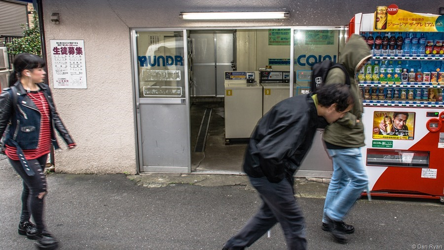 Laundromat in passing, Nakano 5-chome, Tokyo, November 2015