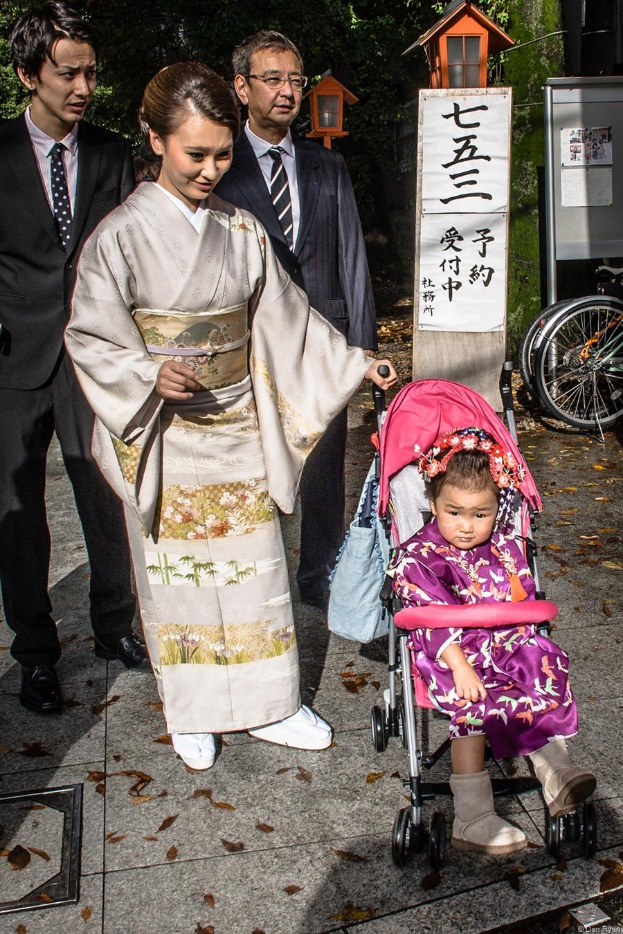 Akagi Shrine, Kagurazaka, Tokyo 2015 (Story: http://www.brisbanegraphicartsmuseum.com/?p=116)